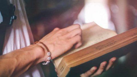 Avere famigliarità con la Bibbia