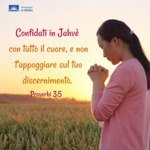 una cristiana prega a Dio