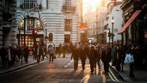 Folla sulla strada