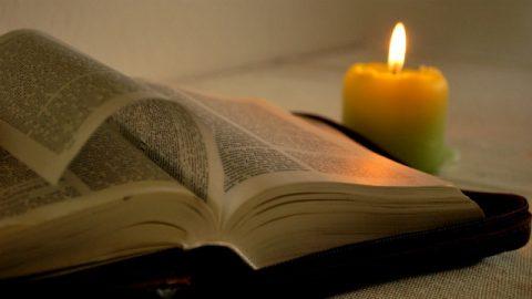 Candela e bibbia