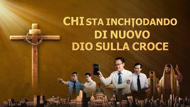 tre croci vicino alla chiesa