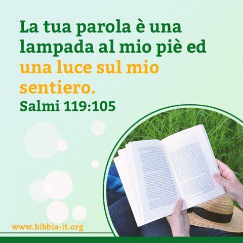 una cristiana leggere la Bibbia Salmi 119:105