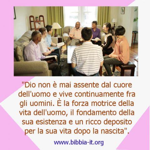 I cristiani si radunano per pregare