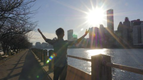 I cristiani godono il sole fatto da Dio