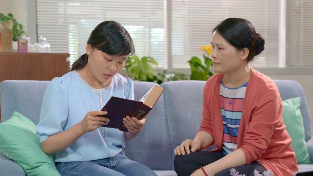 due cristiane leggono la parola di Dio