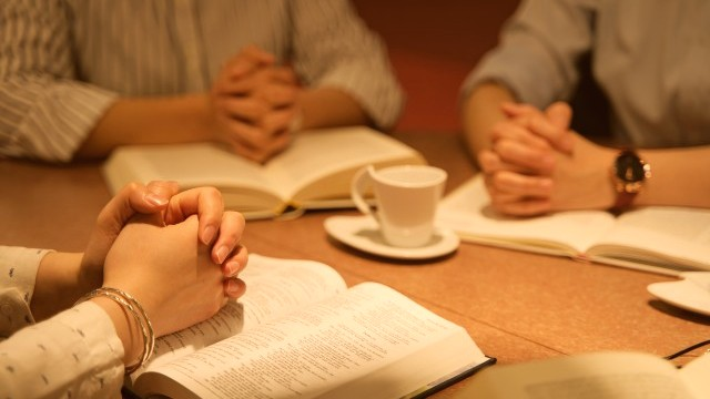 i cristiani pregano insieme