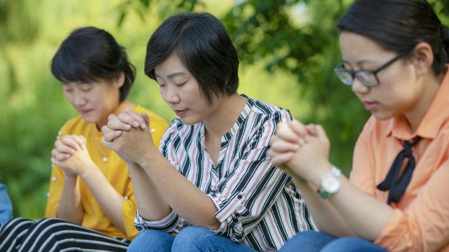 I cristiani pregano di sabato