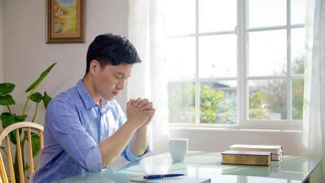 Come si deve pregare per essere ascoltati da Dio