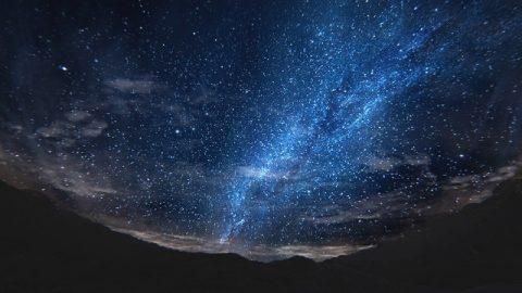 In che modo Dio governa e amministra l'intero universo mondo?